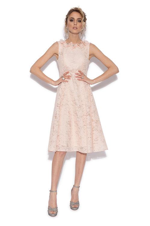Коктейльное розовое приталенное платье, длиной миди