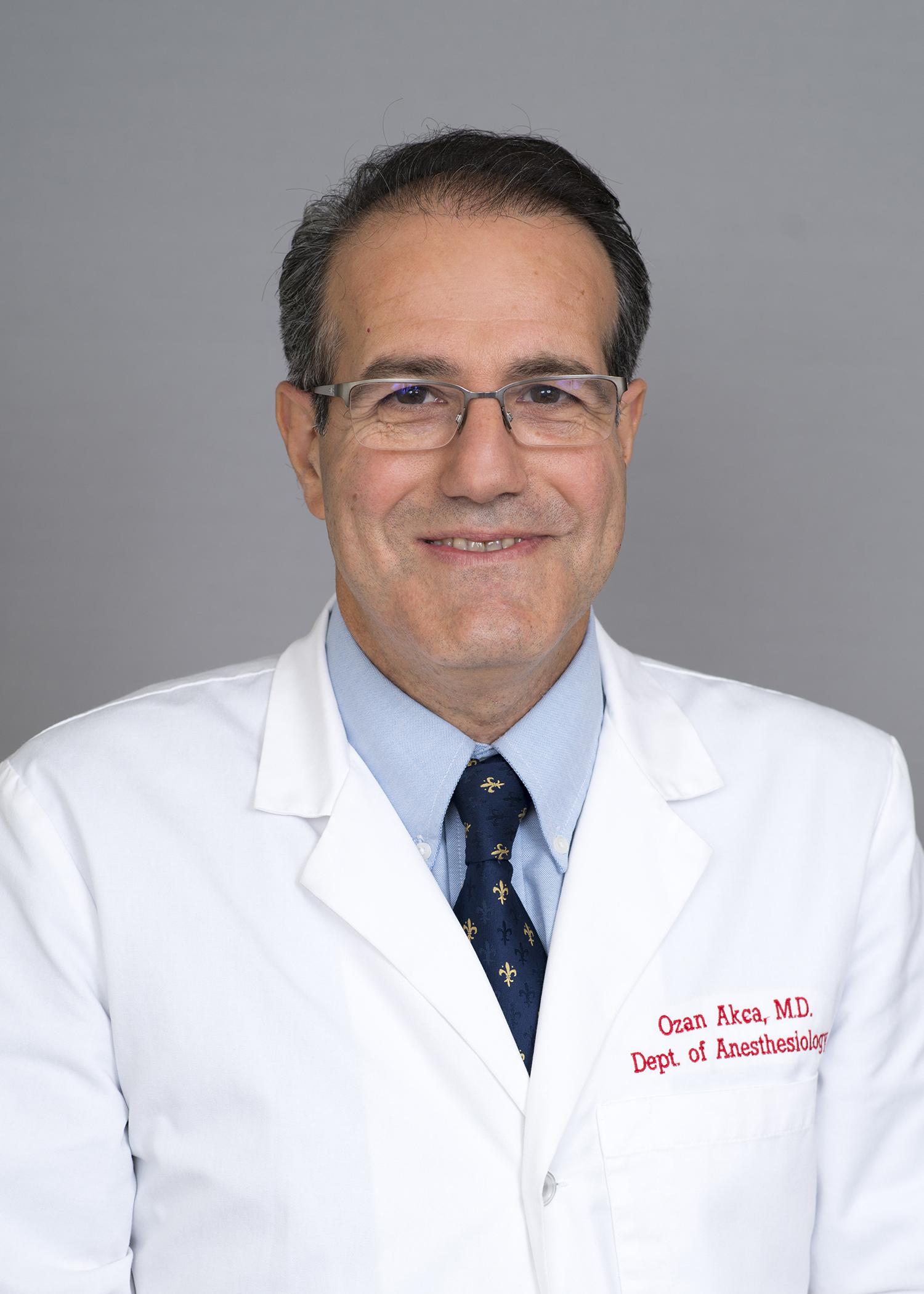 Dr. Ozan Akca