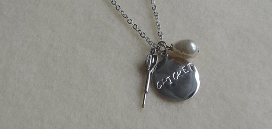 18'' Tear Drop Pearl & Dart Charm Necklace