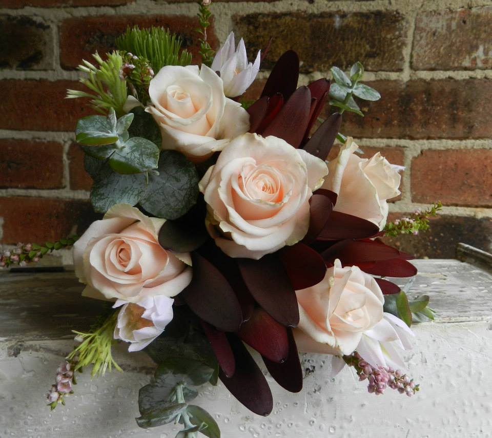 Buds n roses - Flowergirl Native Posy
