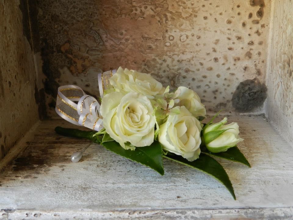 Wedding Corsages & Buttonholes
