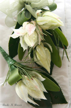 Buttonholes and Corsages by Buds (11).jpg