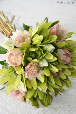 Buds n roses - Bridesmaids Natural Stem