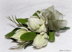 Buttonholes and Corsages by Buds (15).jpg