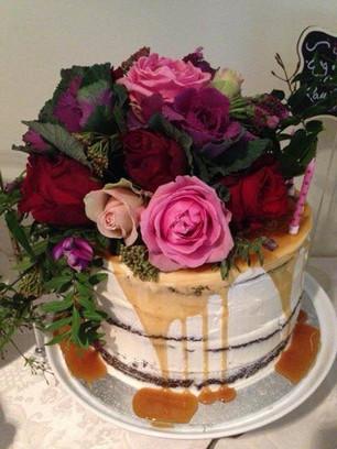 Semi Naked Cakes (9).jpg