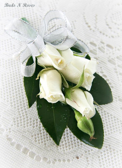 Buttonholes and Corsages by Buds (9).jpg