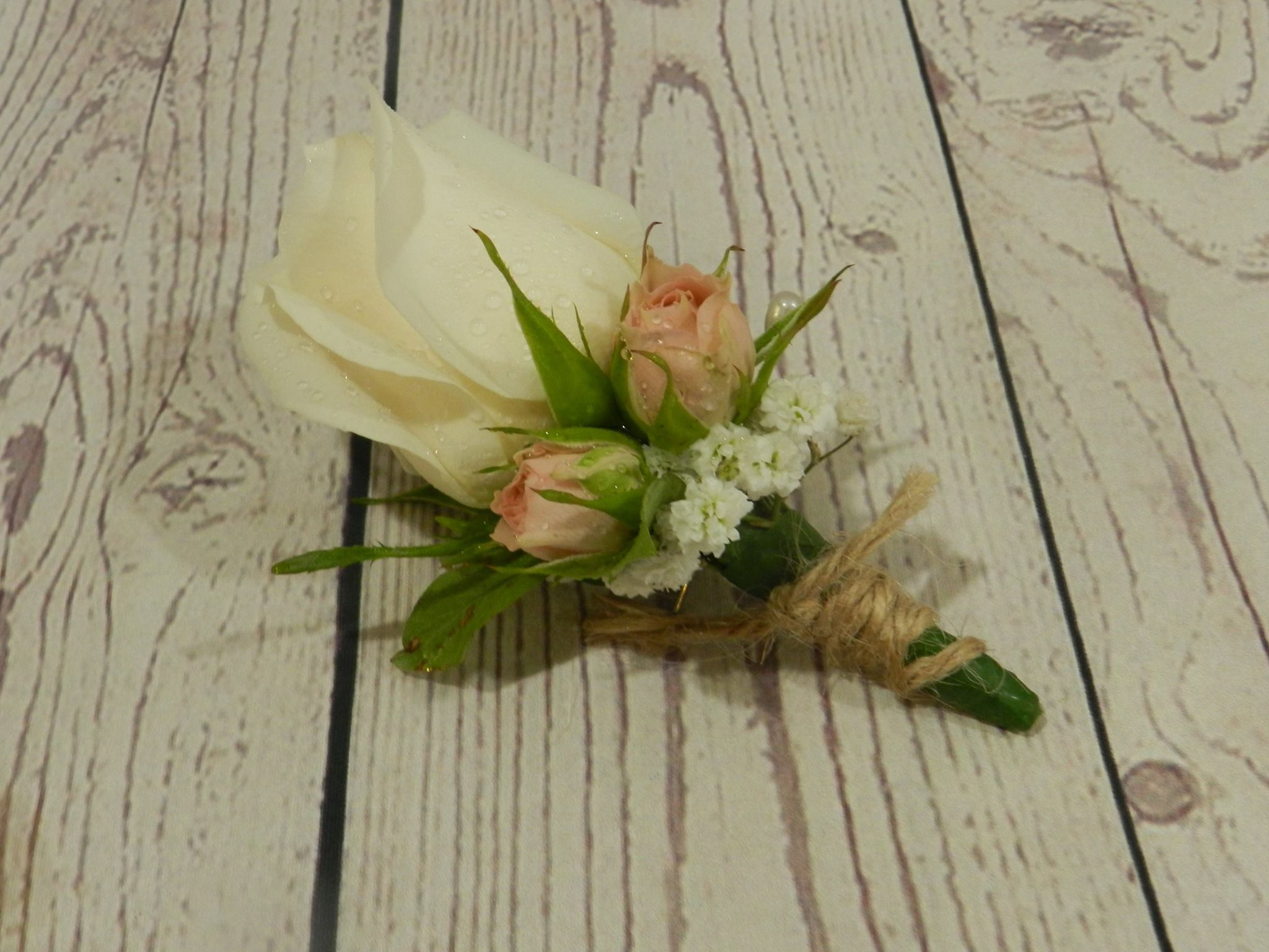 buttonhole by Buds n Roses (2)