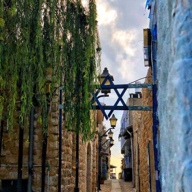Tsfat alley Abu good.jpg