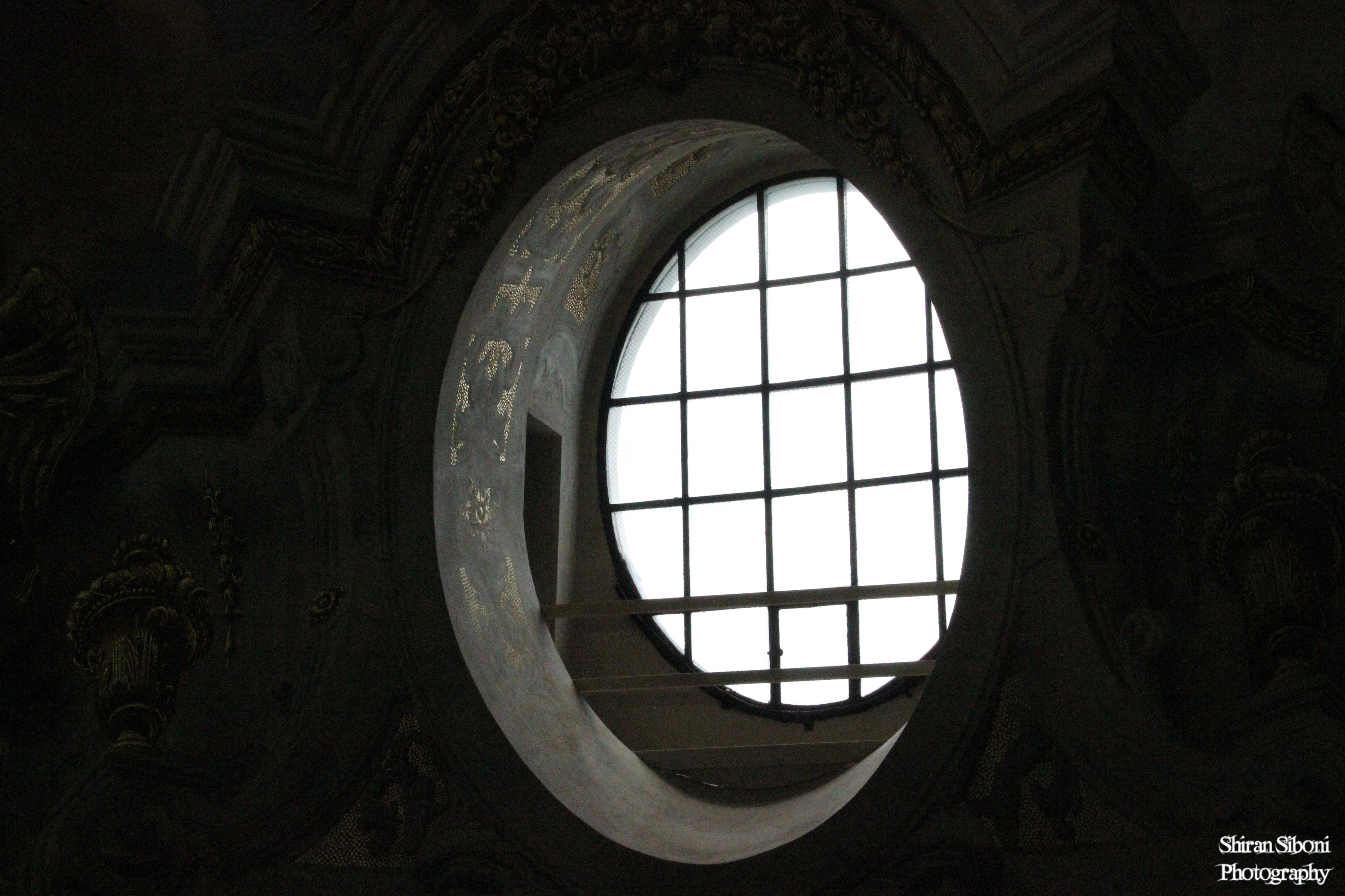 חלון -  כנסיית קרלפלאץ
