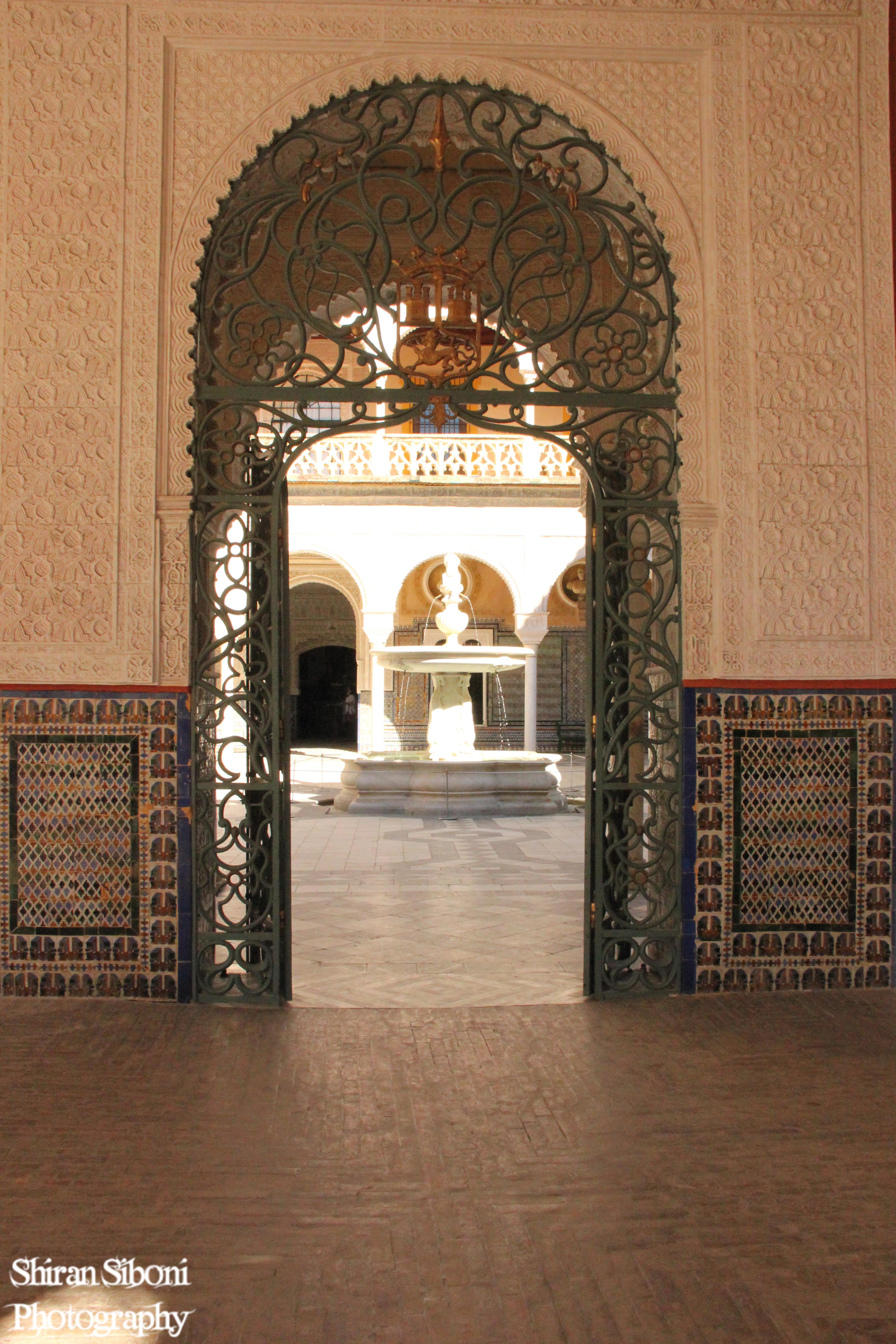 בית הדוכסים - שער