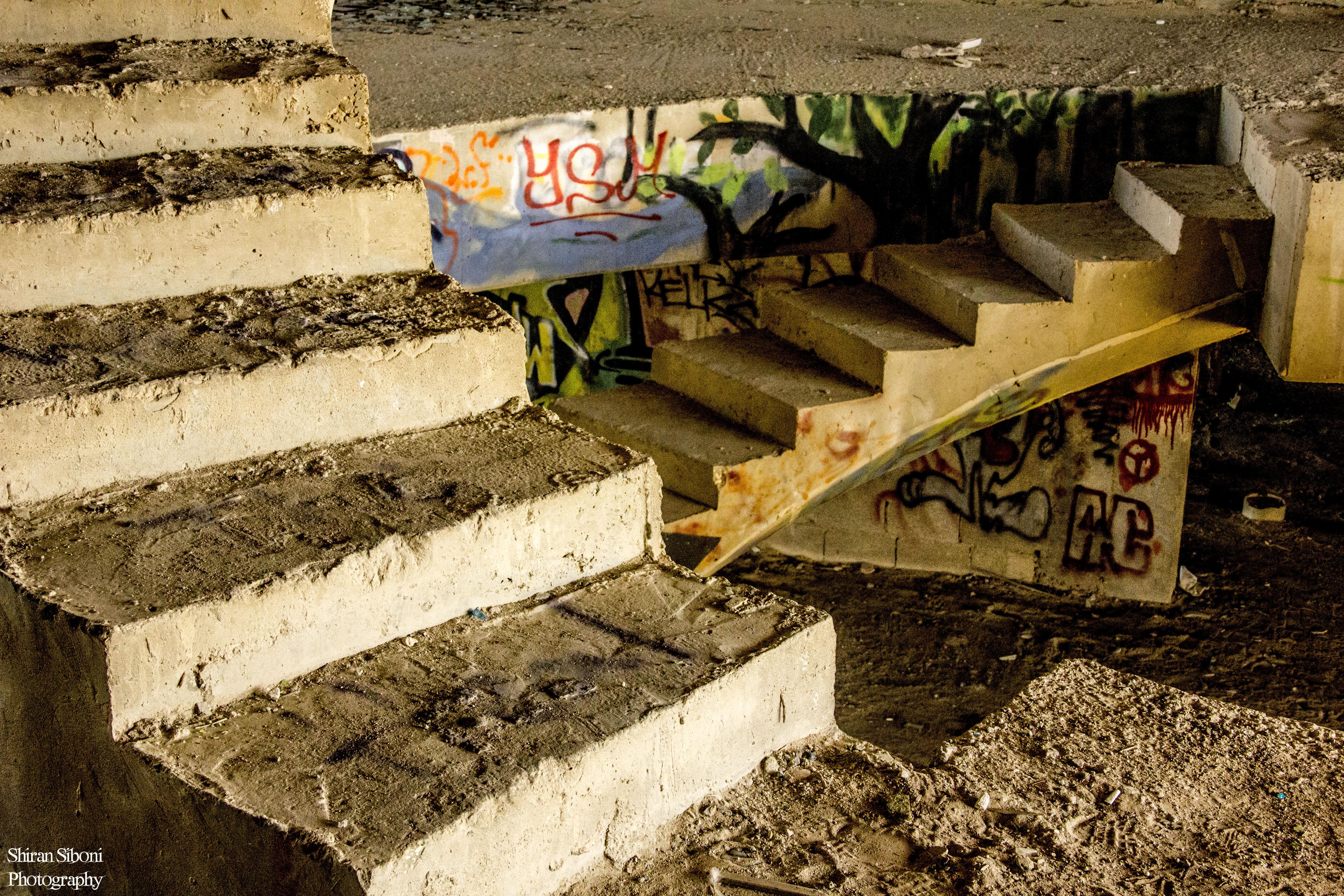 המלון הנטוש בצובה  - מדרגות