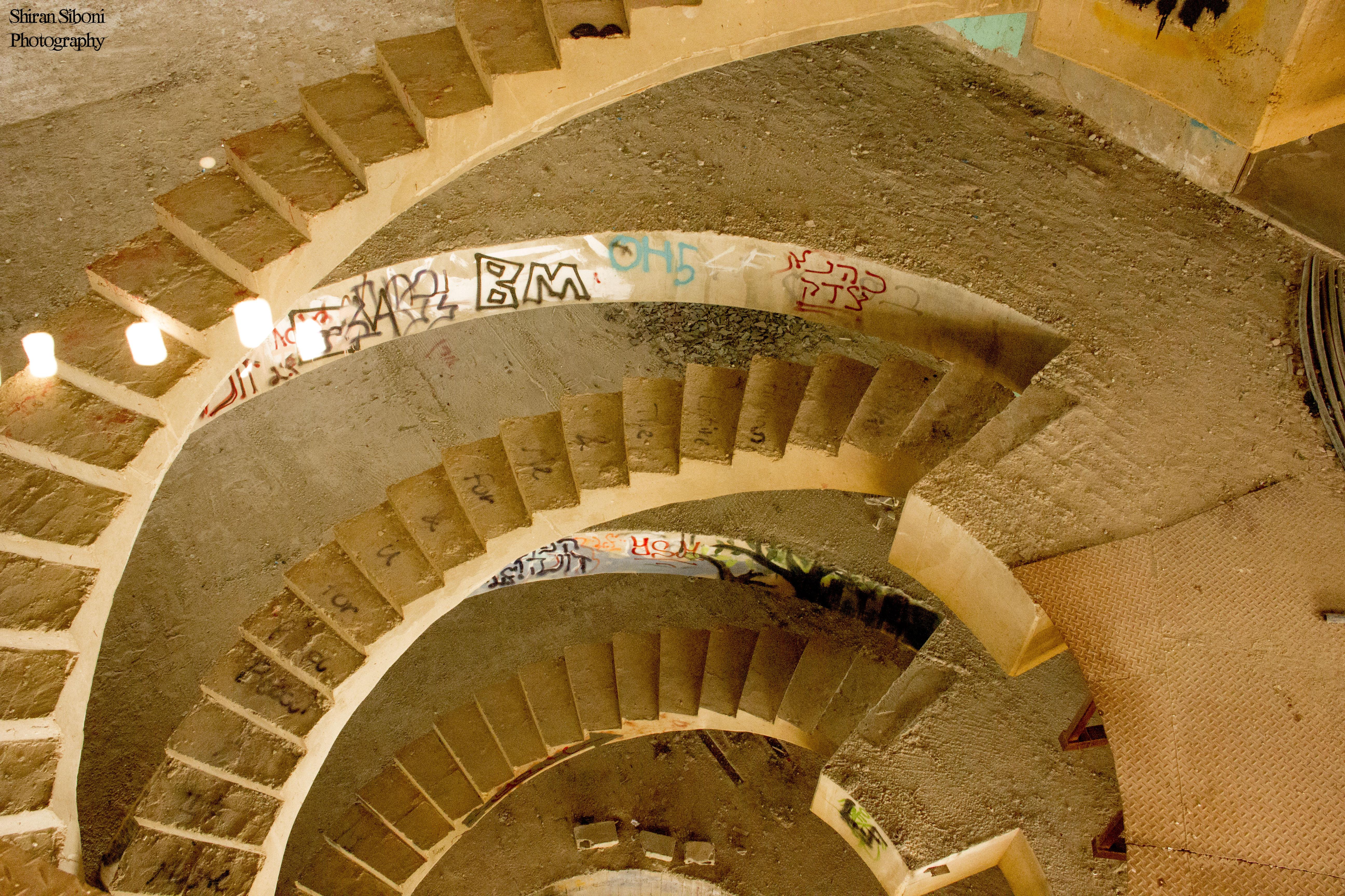 המלון הנטוש בצובה  - מדרגות הלובי