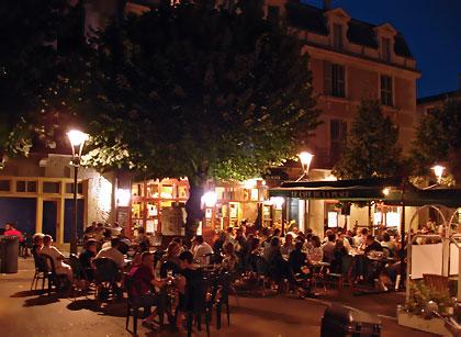 place-du-marche-au-bois-cafe-de-la-place-790564