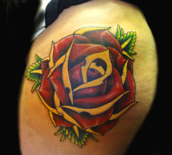 flower - rose - left thigh