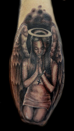 angel praying - right elbow
