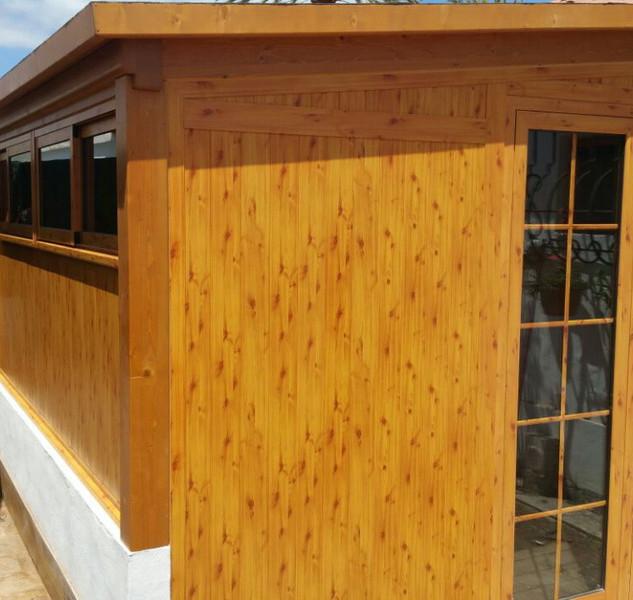 Cerramiento lacado imitacion madera