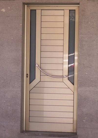 Puerta anodizado color inox
