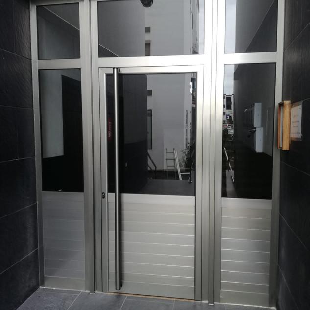 Portal anodizado color plata