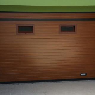 Imitación madera con ventanas