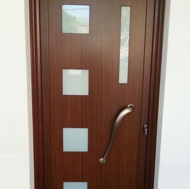 Puerta panel color imitación madera