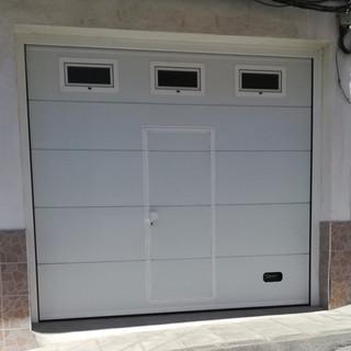 Puerta de paso y tres ventanas