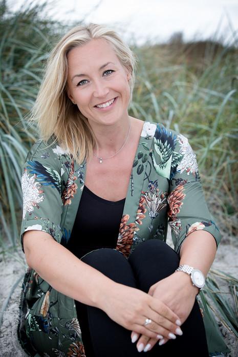 Brandingfotograf Maiken Kestner - portræt af kvinde i siv