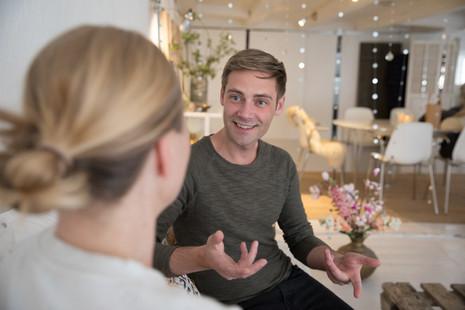Brandingfotograf Maiken Kestner - brandingbillede af 2 der taler