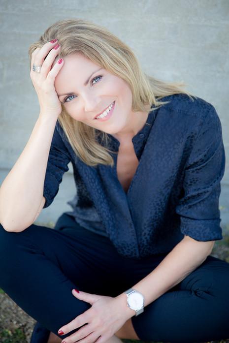 Brandingfotograf Maiken Kestner - brandingbillede af kvinde i blåt