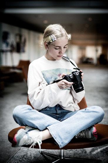 fotograf-maikenkestner-pige-med-kamera.j