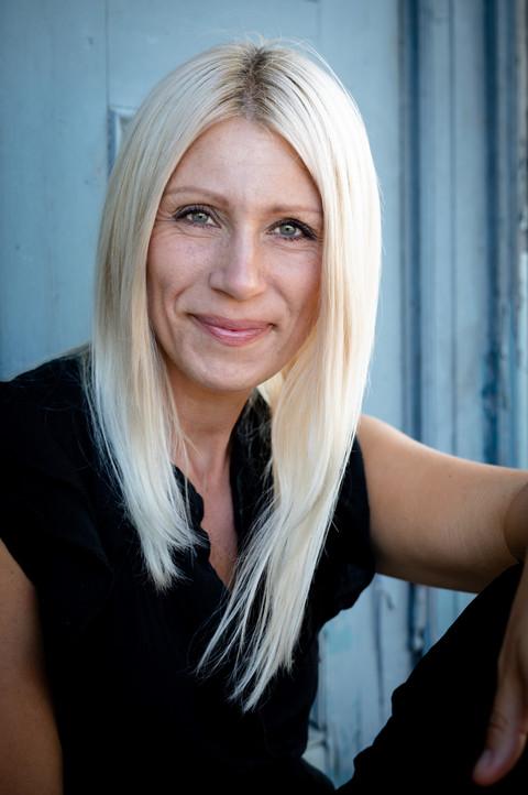Brandingfotograf Maiken Kestner - portræt af lyshåret kvinde