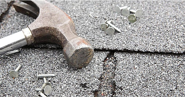 nails and hammer on roof-3 things you need to know about Roofs and Homeowners Insurance-SSM Insurance-capeCoral-600x315pg