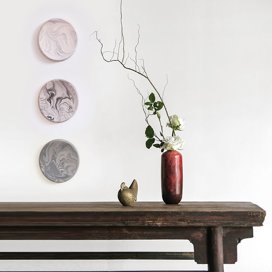 Oval decorative wall pieces in marble finish