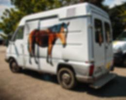 Van chevaux (décoration personnalisée, rampe accès, aménagement intérieur)