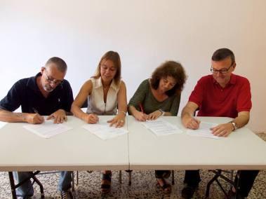Firma del acuerdo: Gabriel Salguero (PRE-AR), primero por la izquierda.