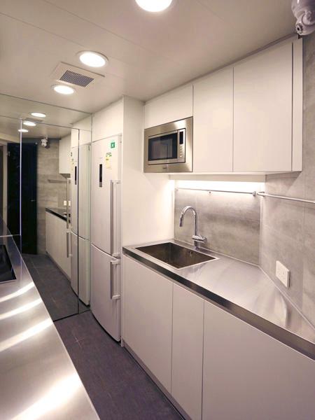 0610-modern stainless steel-kitchen-home idea-breeze design studio 柔室內設計裝修.JPG