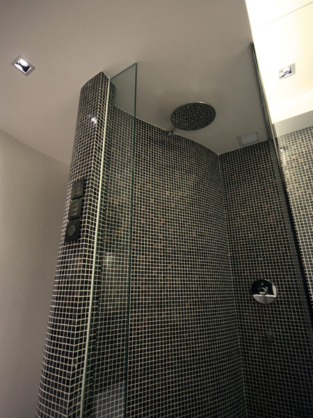 0330-curved mosaic wall shower-open bathroom-home idea-breeze design studio 柔室內設