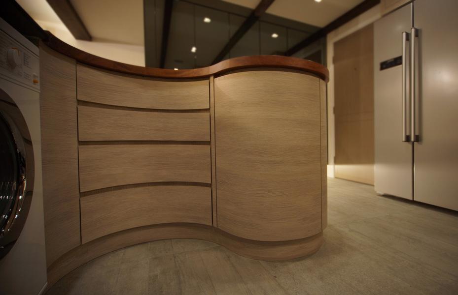 0260- curved wooden bar table-open kitchen-home idea-breeze design studio 柔室內設計裝