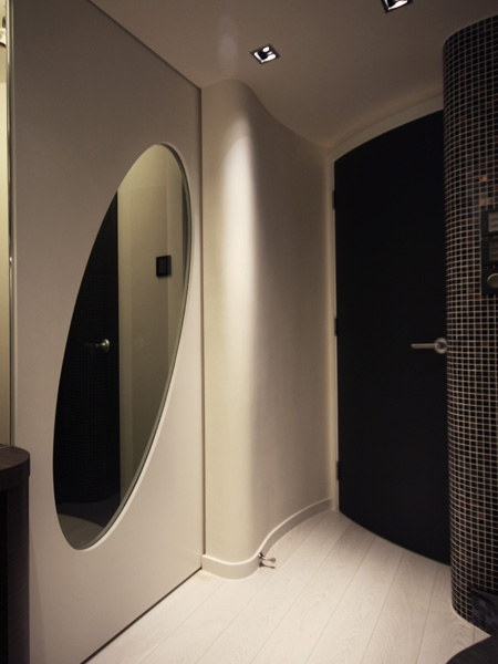 0350-door glass -coriddor-home idea-breeze design studio 柔室內設計裝修.jpg