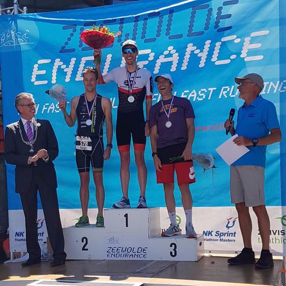 Martijn Paalman laat stijgende lijn zien met winst in triathlon Zeewolde.