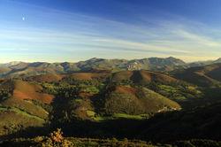 Camin real de Mesa Vista d la cuenca del Cubia y Sierra de Tameza desde Sierra P