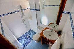Ensuite bathroom & WC