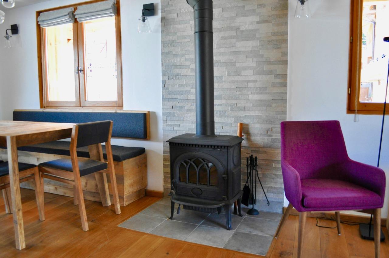 Log fireplace
