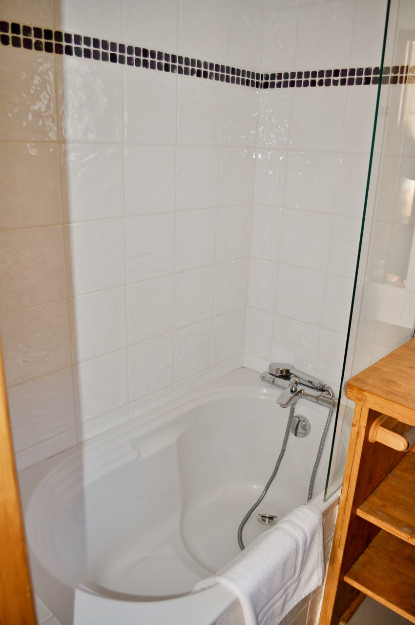 Ensuite bathroom and WC