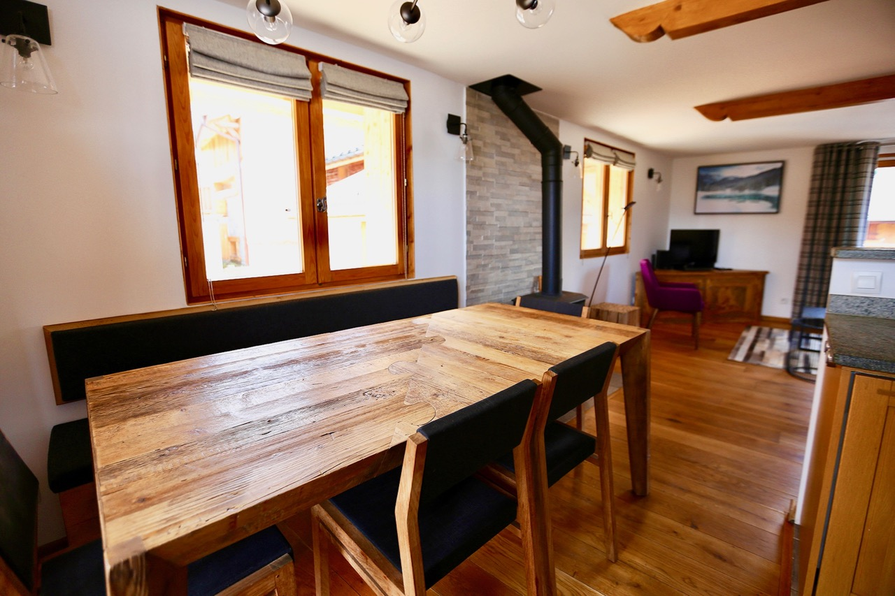 Comfortable dining area for 8 people