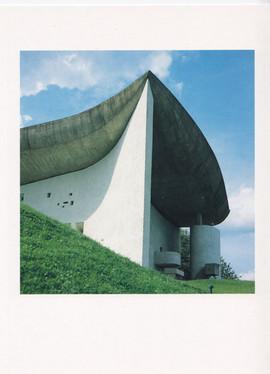 Foto. Ronchamp-kapellet. Tekst af Mogens