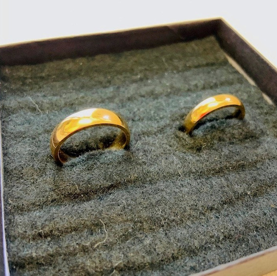 18k Yellow Gold, half round Band, shine polished in 5mm & 3mm width.