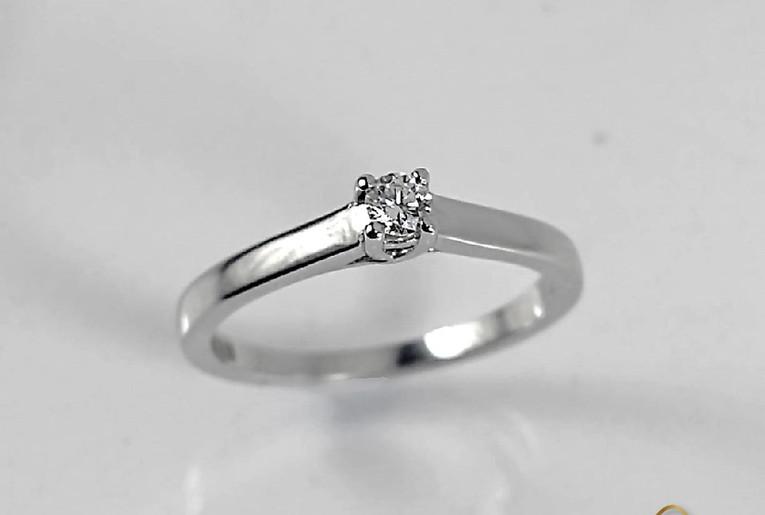 Solitario Oro Blanco 18k Engaste Cuatro Uñas diamantes