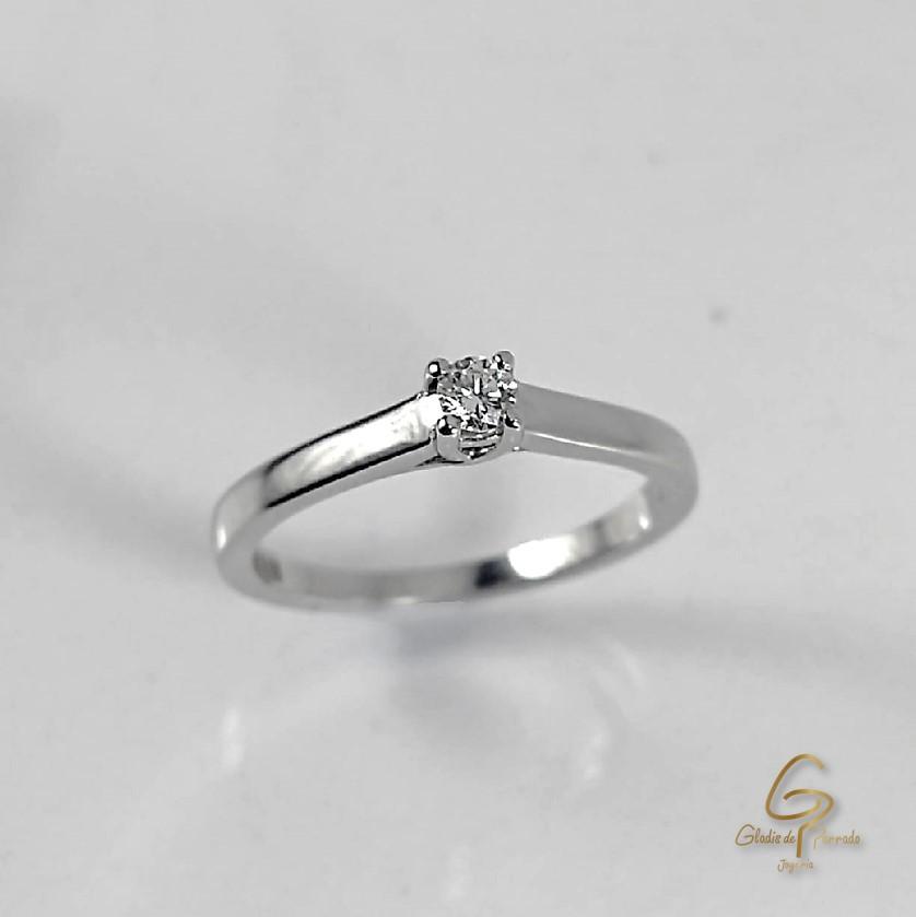 Solitario O.B 18k Engaste Cuatro Uñas diamantes