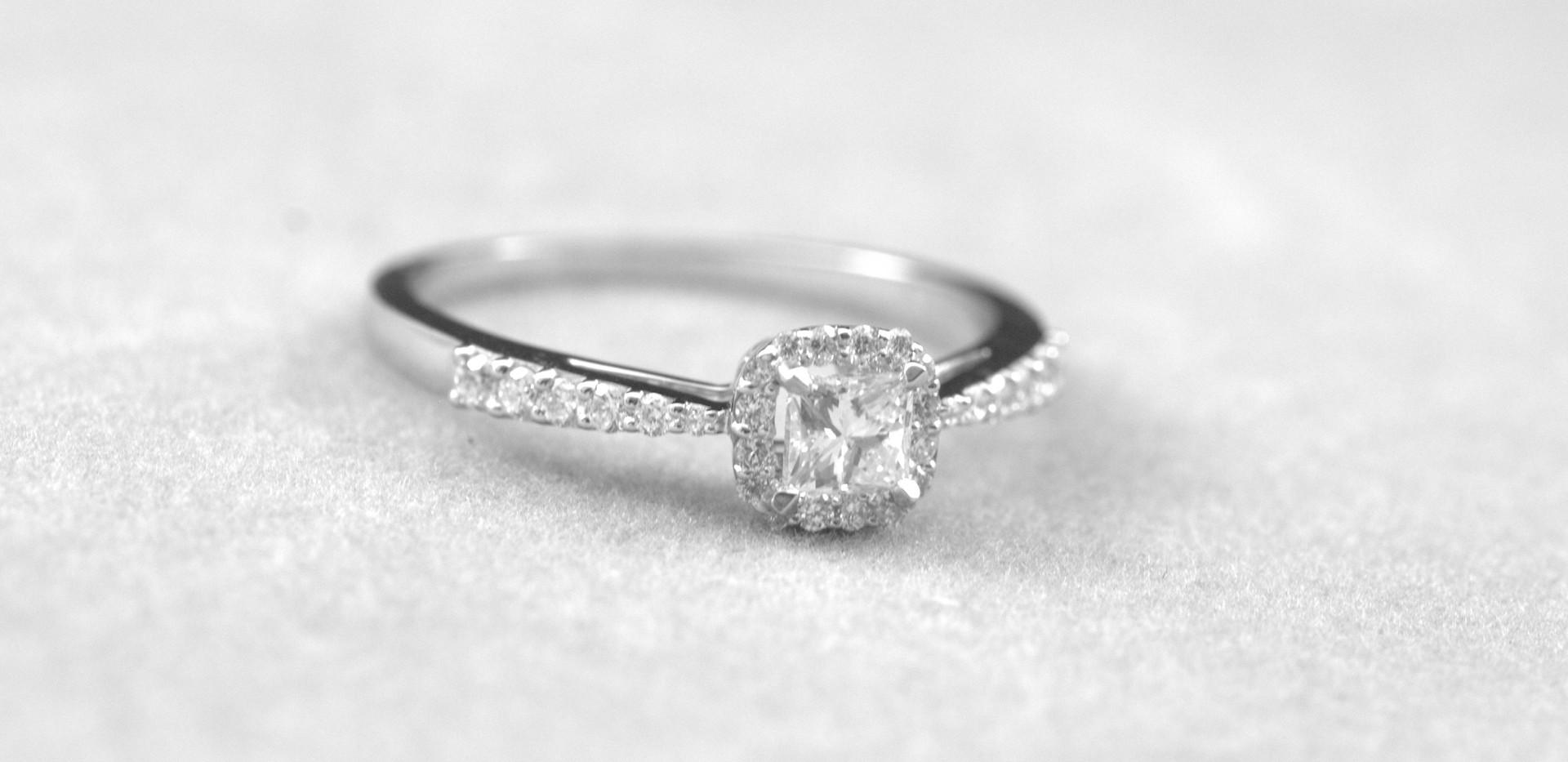 Solitario oro blanco 18 k diamantes_