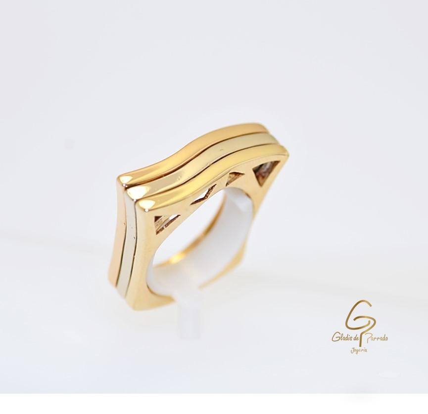 Anillo Oro Tricolor 18k Semicuadrado